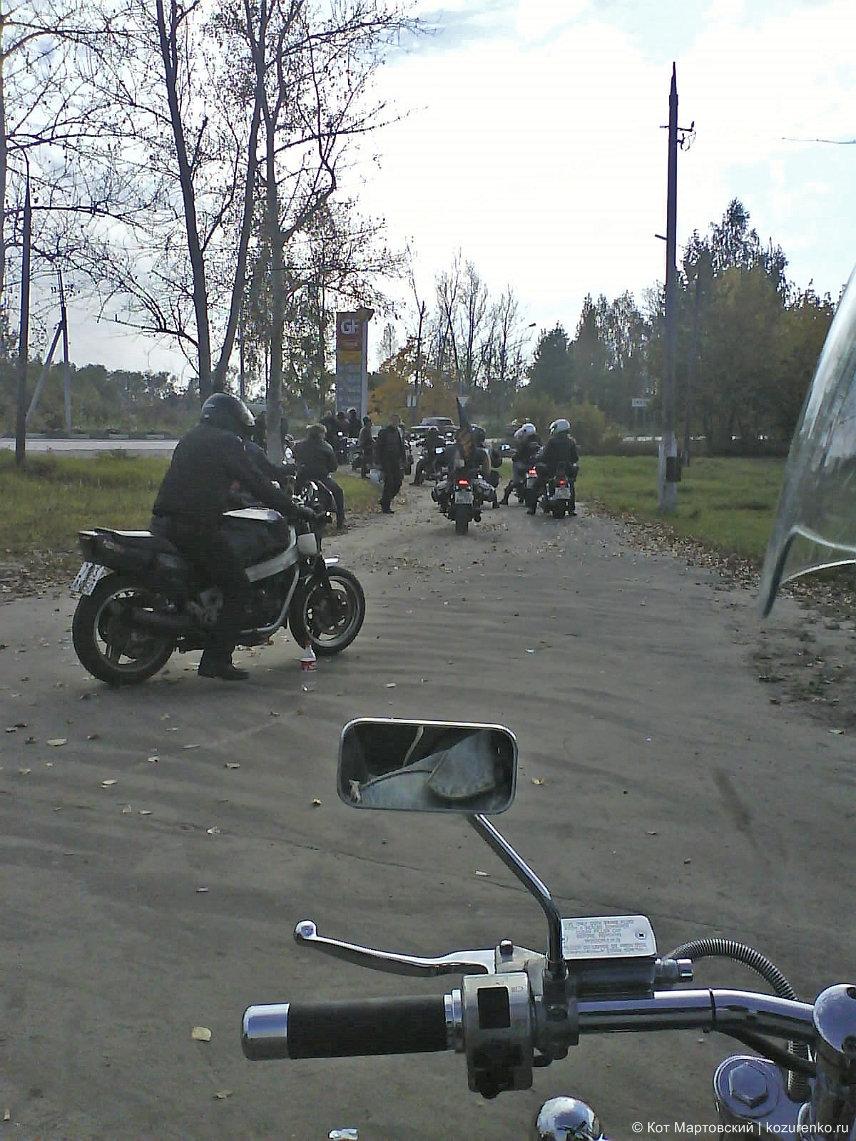 Мотоциклы строятся в колонну