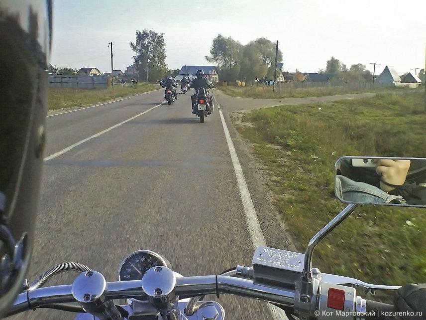 В пробеге участвуют около 50 мотоциклов