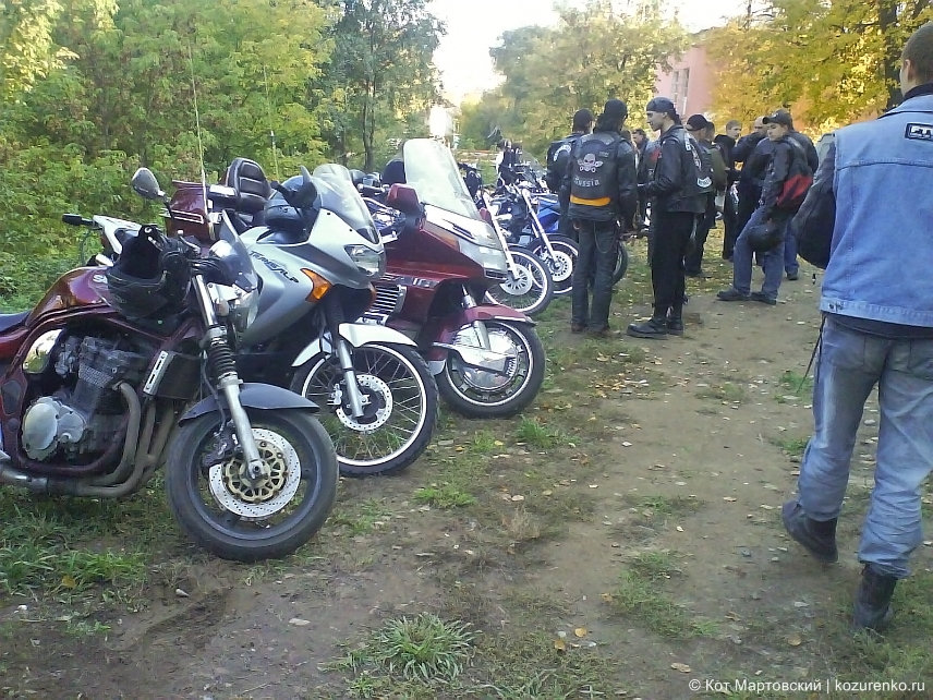 Обсуждение мотоциклов старыми знакомыми