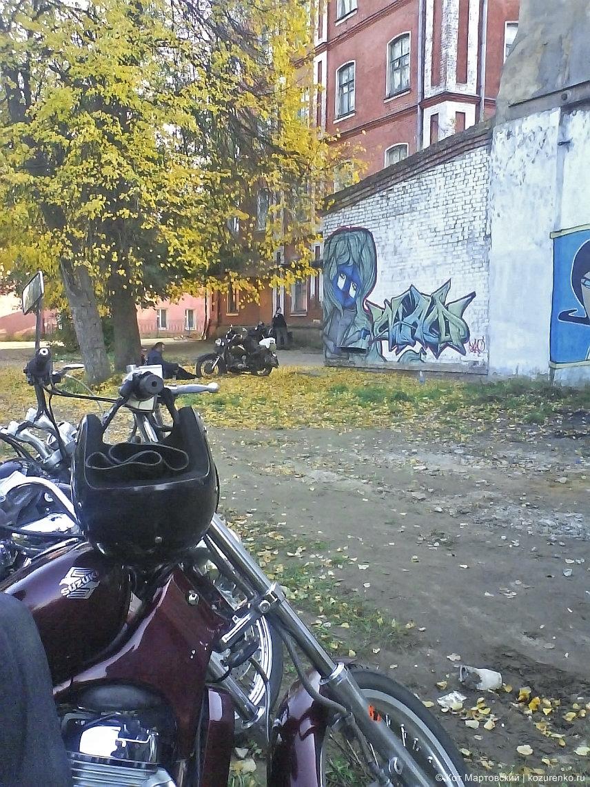 Клаб-хаус украшен граффити