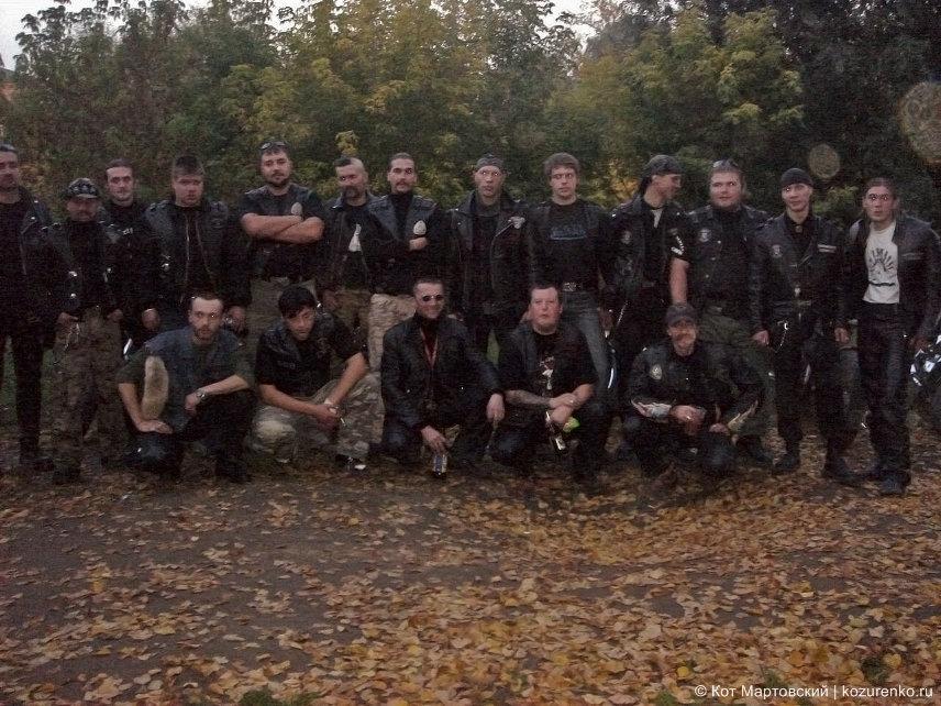 Члены мотоклубов. Коллективные фото на память