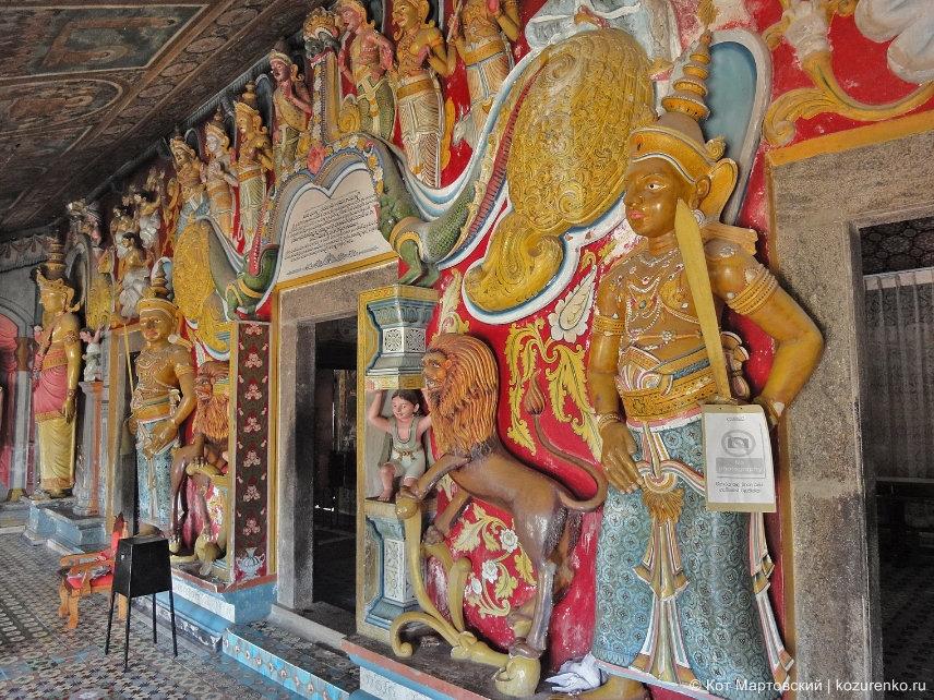 Буддийский храм в скале