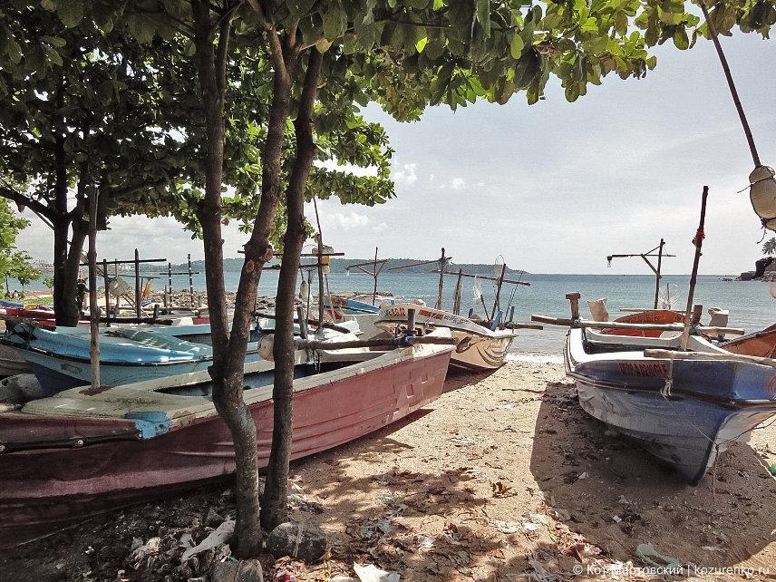 Шри-Ланка: лодки на пляже Галле