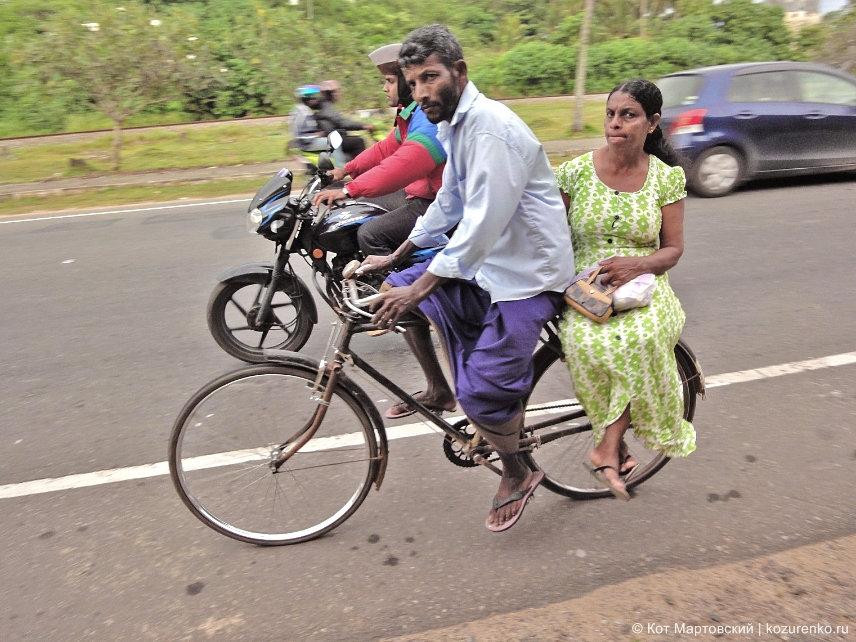 Семья на велосипеде