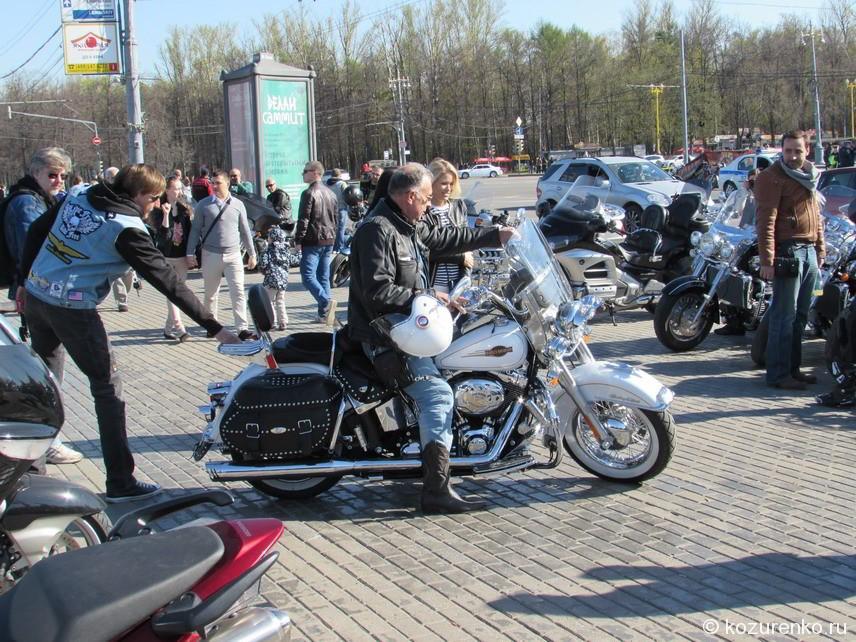 Белый Harley Davidson
