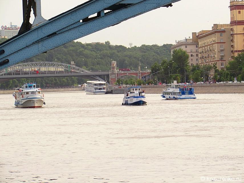 Прогулочные катера на Москве реке