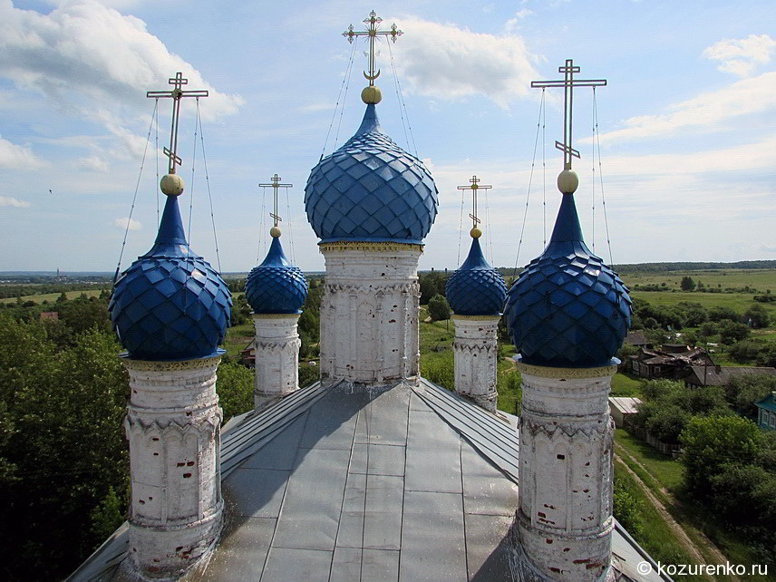 Вид с колокольни на купола