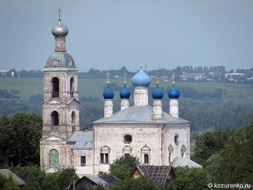 Церковь с колокольней и куполами