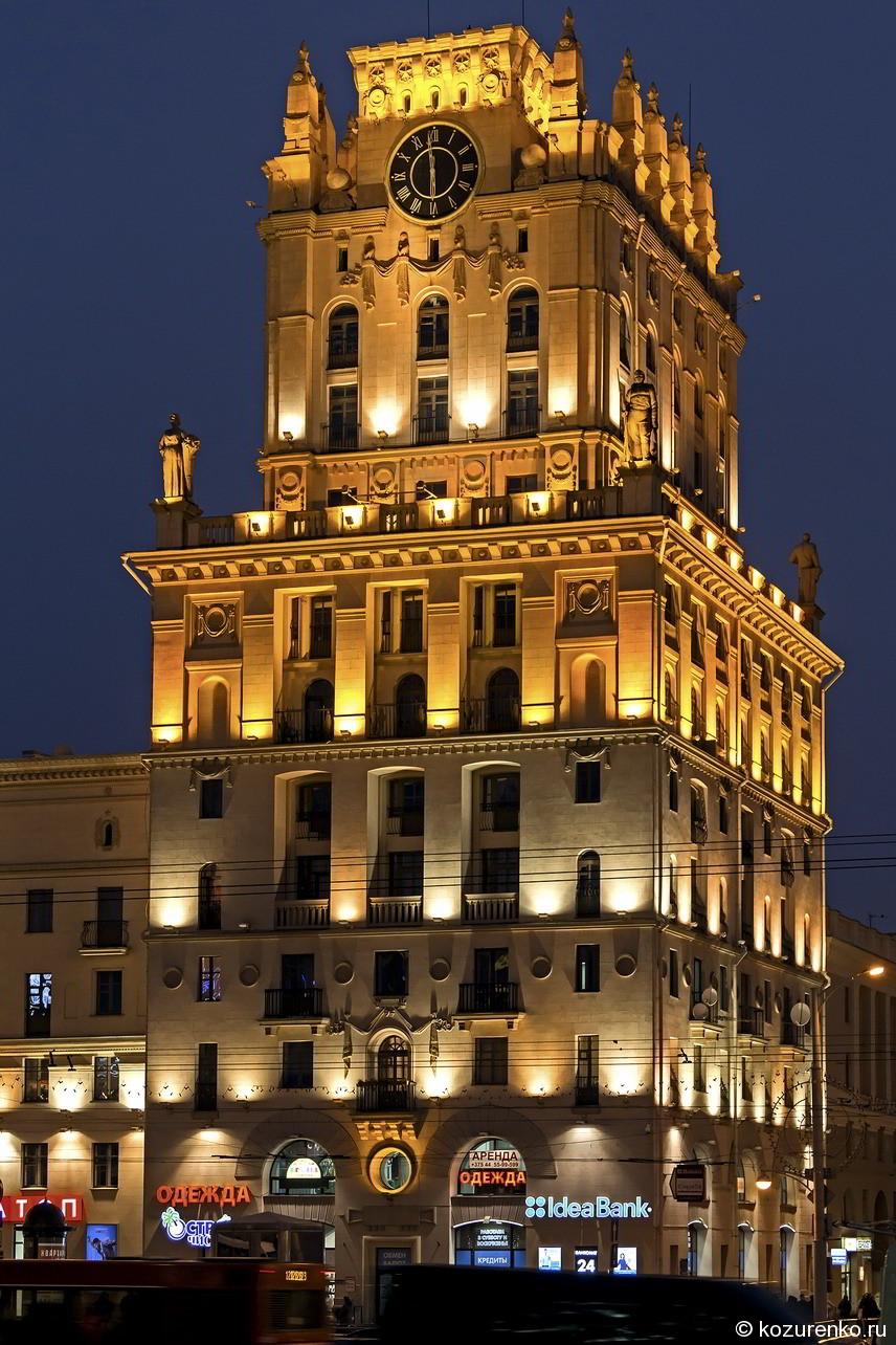 Левая башня, если смотреть со стороны железнодорожного вокзала Минска