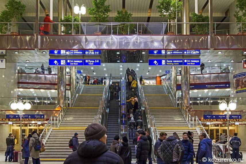 А так ж/д вокзал выглядит внутри