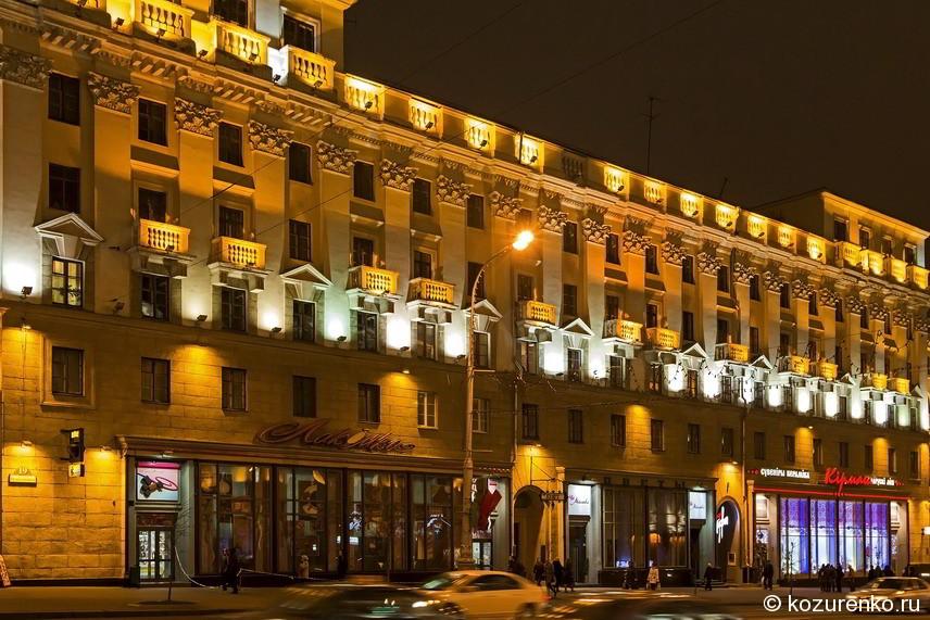 Вдоль центральных улиц все здания первой линии освещены