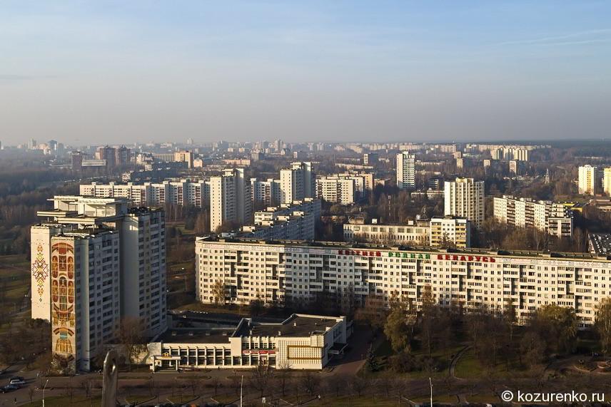 Вид на жилые районы Минска с обзорной площадки Национальной библиотеки