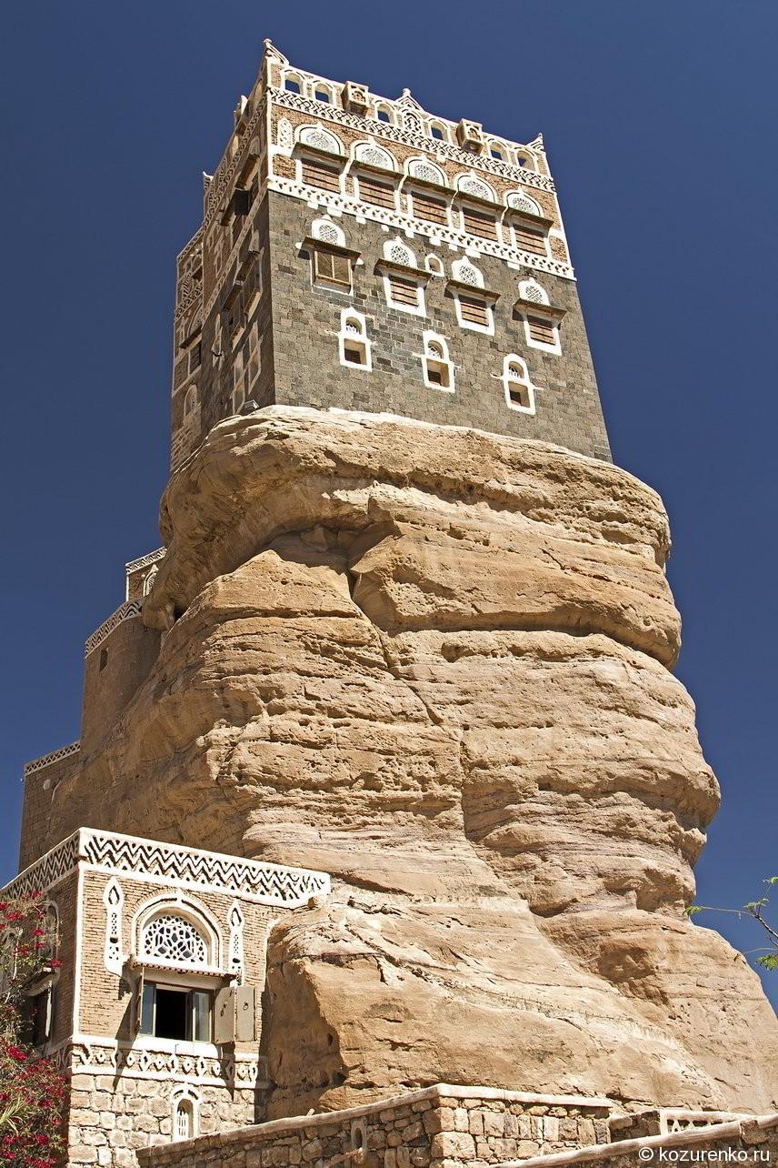 Дом султана. Сейчас в нем музей. Внутри горы тоже есть комнаты. всего 10 этажей!!