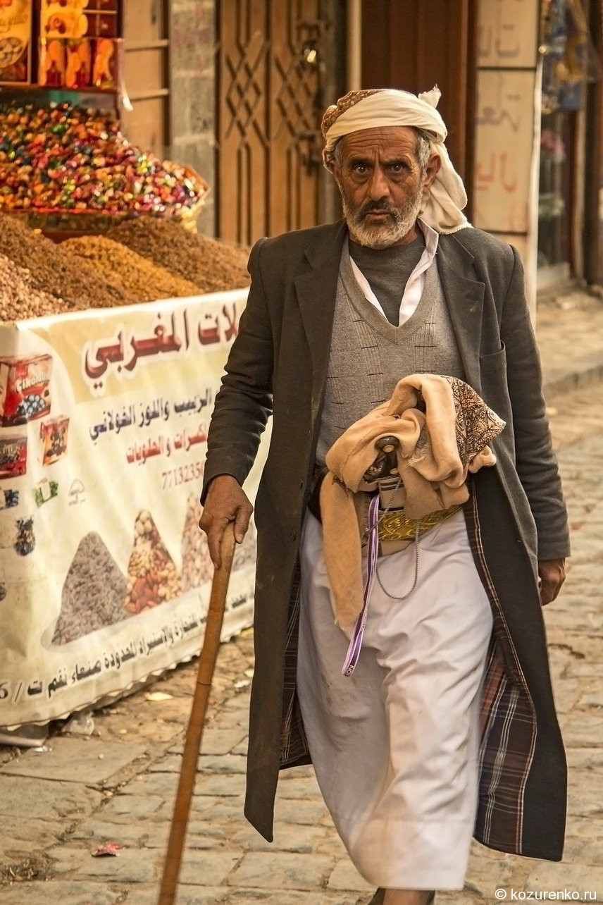 Старый араб. Серьезно настроенный дед!