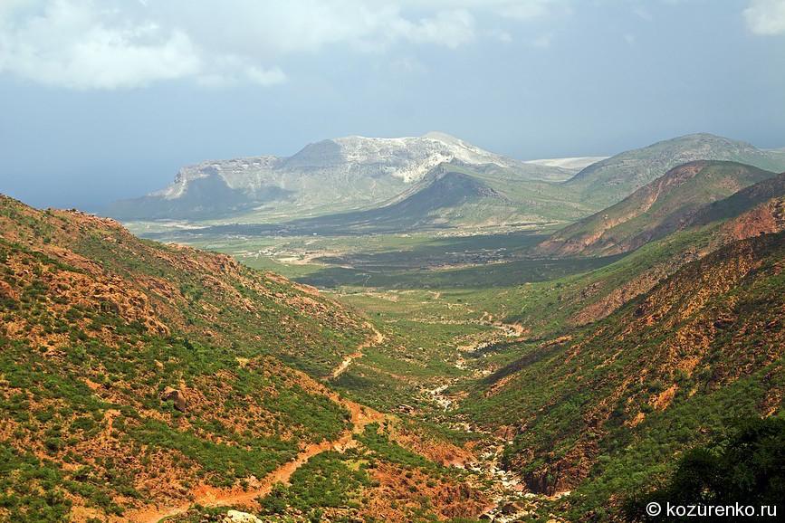 Жилая долина в предгорье близ Хадибо