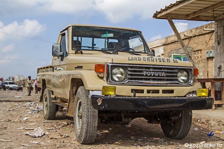 Старый пикап Toyota Land Cruiser