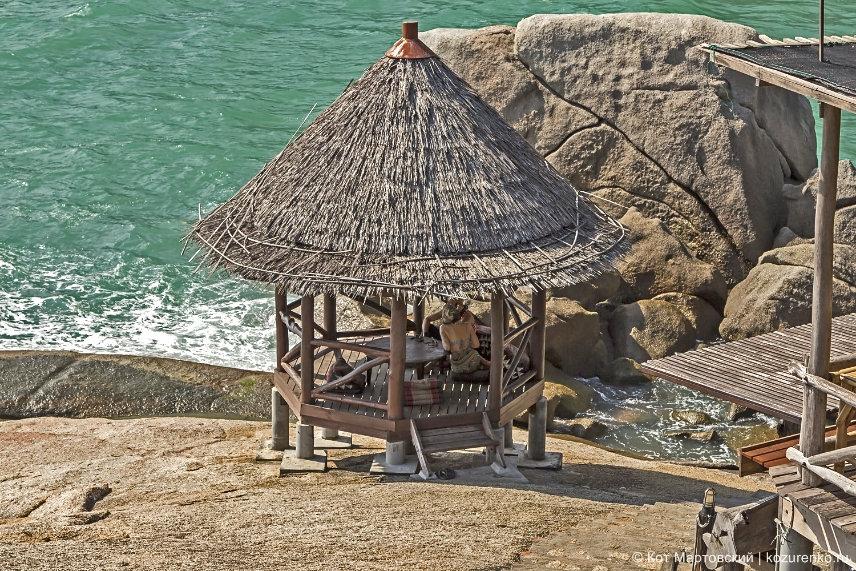 Бамбуковая беседка у моря