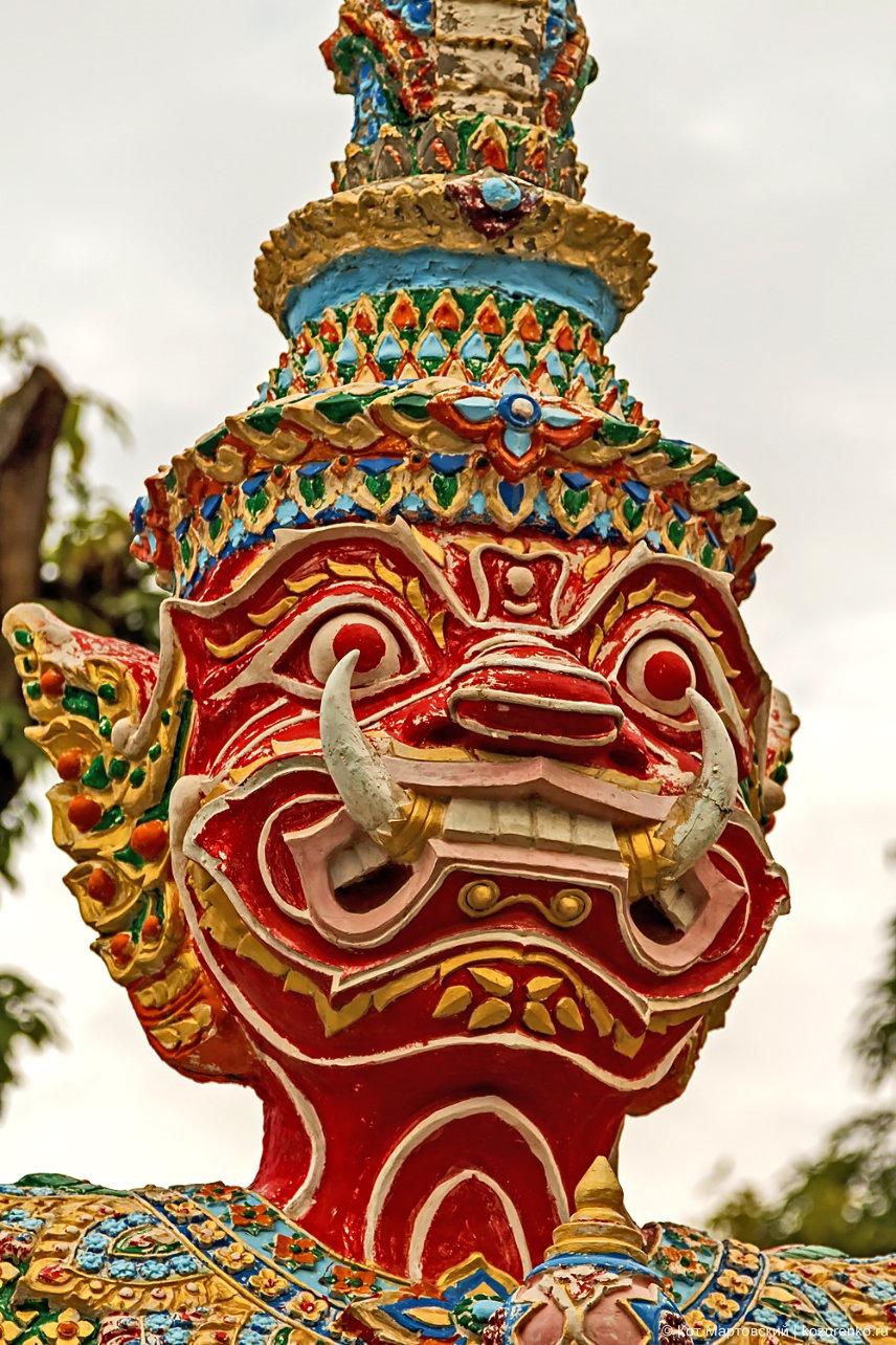 Статуя тайского демона