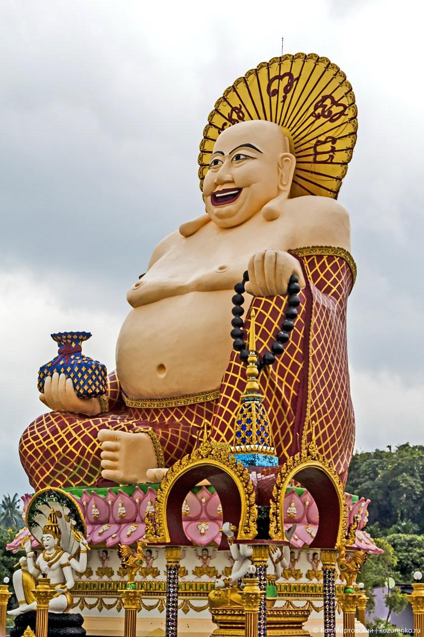 Статуя монаха Будая, Храмовый комплекс Ват Плай Лаем (Wat Plai Laem)