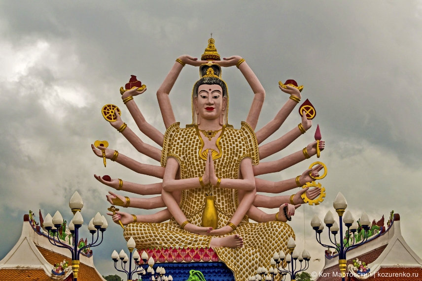 Статуя богини Гуань Инь, Храмовый комплекс Ват Плай Лаем (Wat Plai Laem)