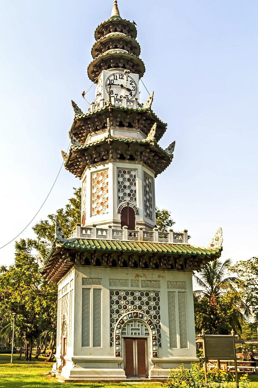 Городской парк, башня с часами