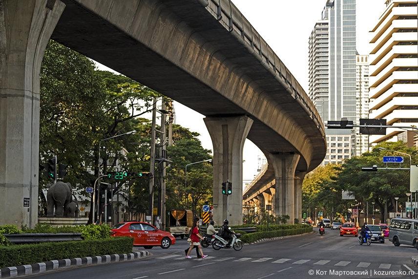 Линия наземного метро Бангкока
