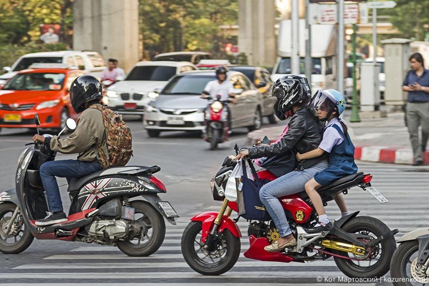 Мопеды и скутеры - самый удобный и экономичный транспорт, учитывая климат Таиланда