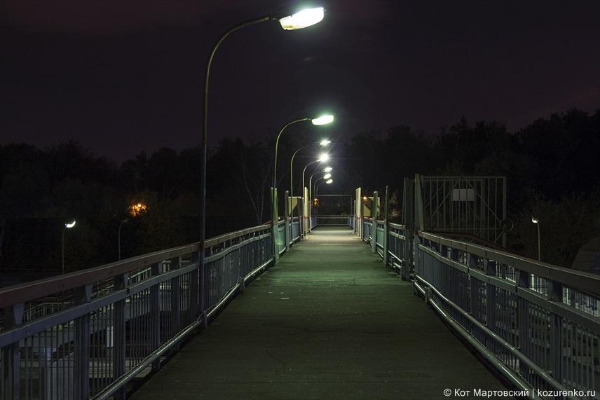 Пешеходный мост через железную дорогу. Станция Москва-3
