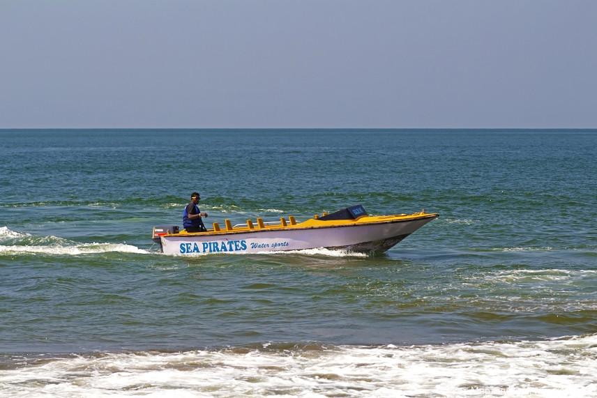 Туристическая лодка для покатушек