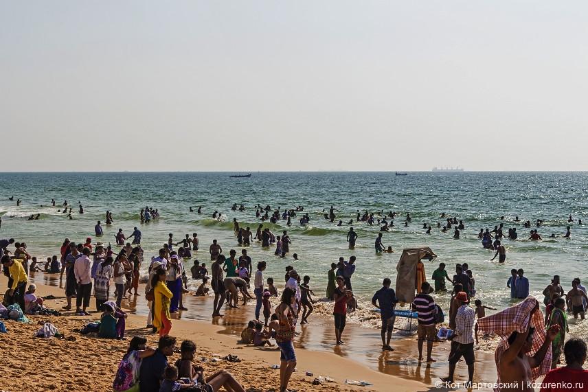 Пляж Калангут кишит людьми