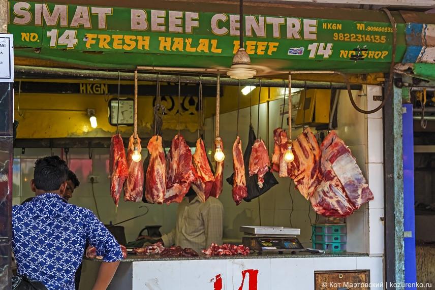 Мясо. Скорей всего это не говядина, и, судя по вывеске, и не свинина. Баранина?