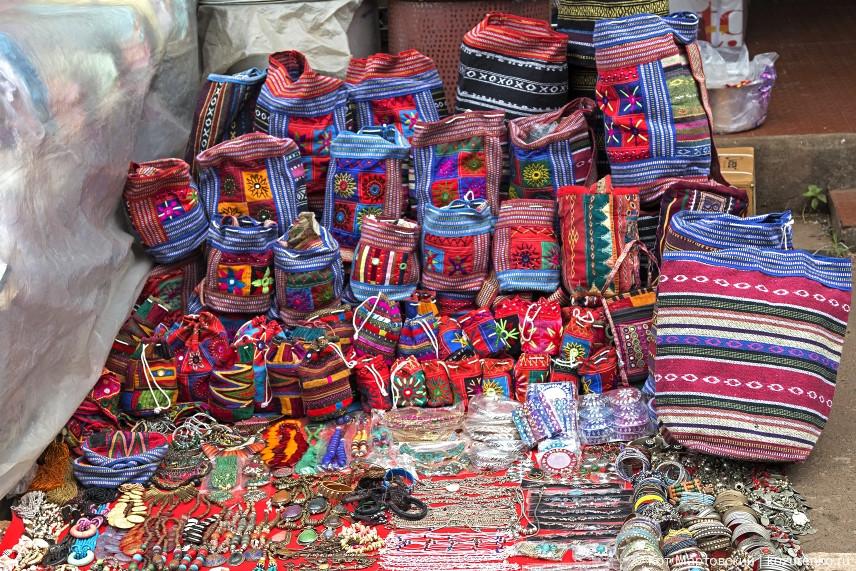 Яркие сумки и рюкзаки ручной работы