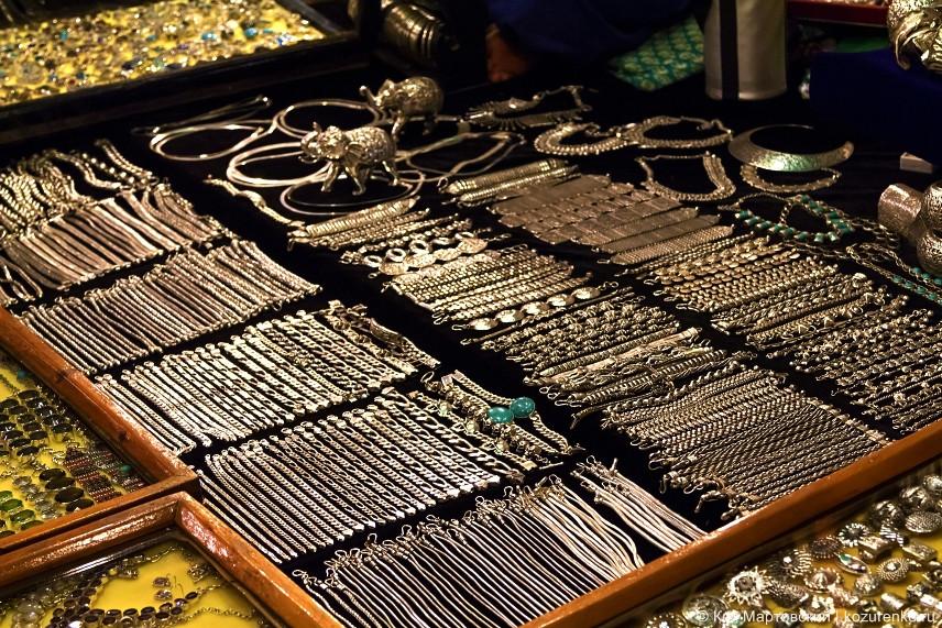 Продавцы уверяют, что это серебро, но как это проверить не понятно