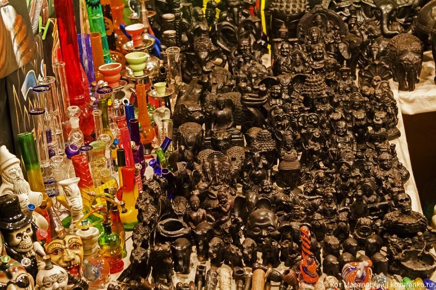 Будды, Будаи, Ганеши, Шивы, слоны, черепа, бонги и трубки для курения веществ