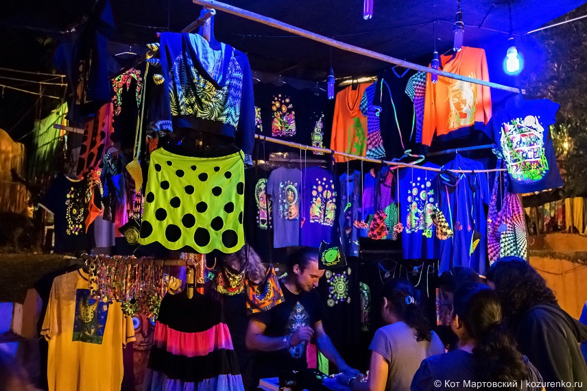 Одежда с флюро-рисунками для транс-вечеринок