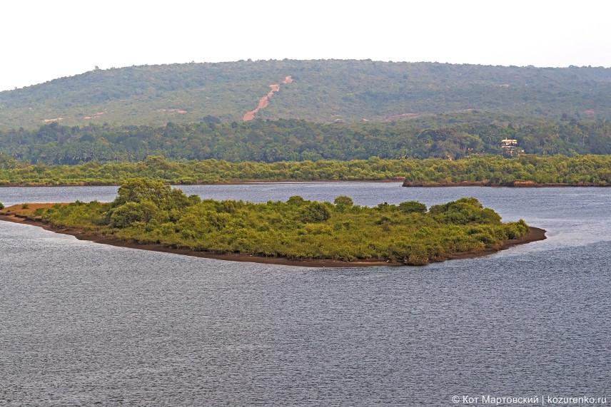 Остров посреди Терекхола. Вид в сторону Гоа