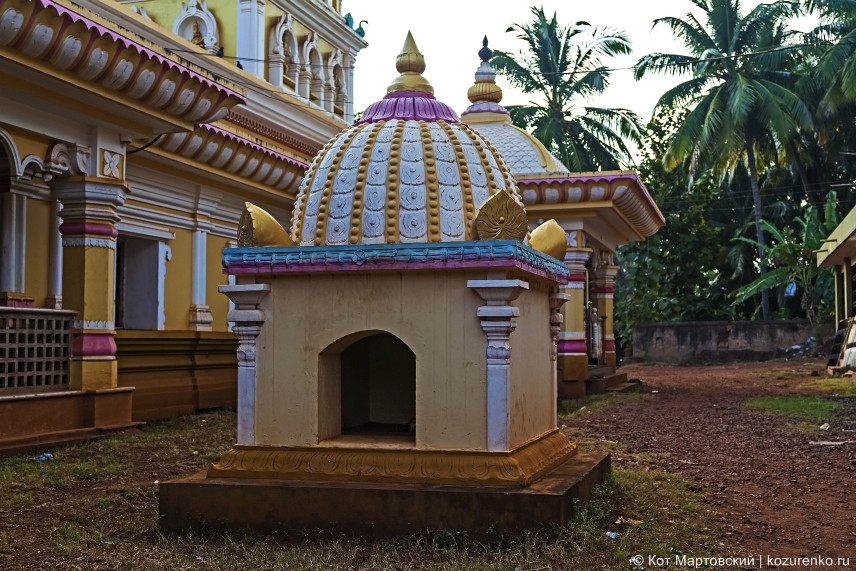 Ритуальная будка в благовониями внутри