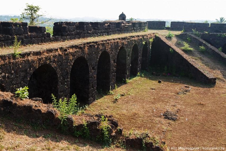 Стены форта