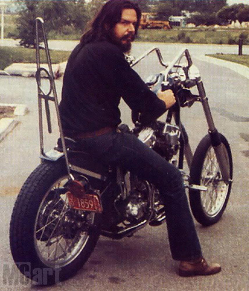 Дэвид Манн на своем мотоцикле