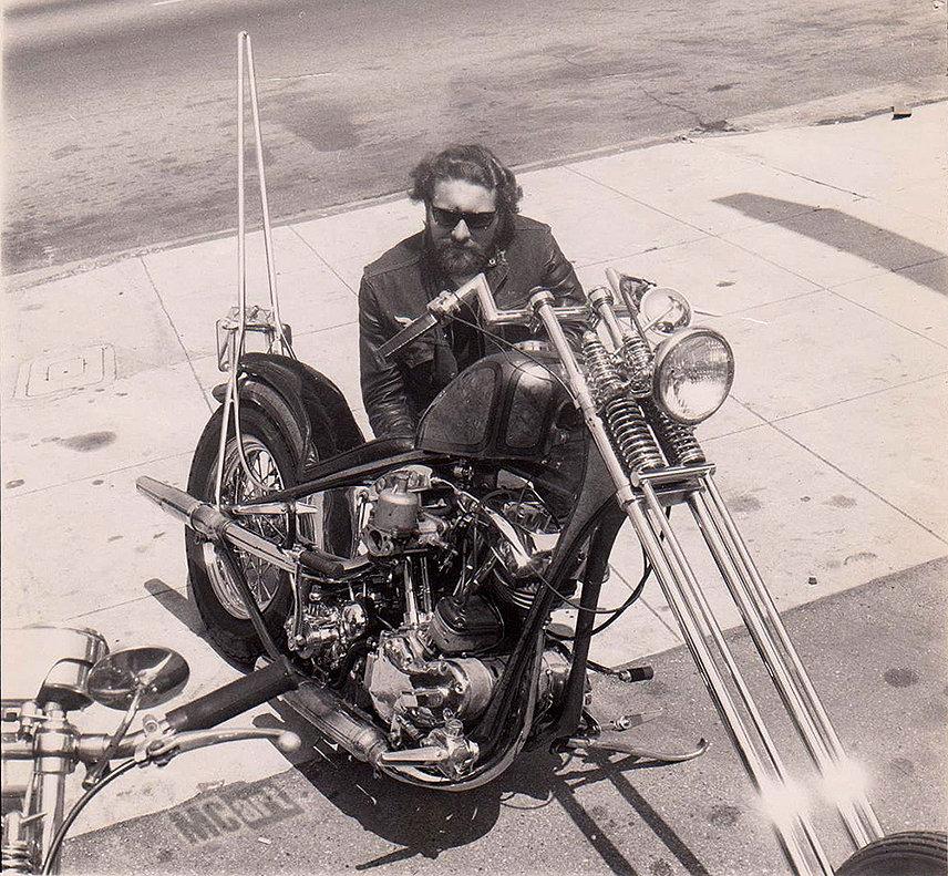 "Редкое фото. Ed ""Big Daddy"" Roth со своим мотоциклом"