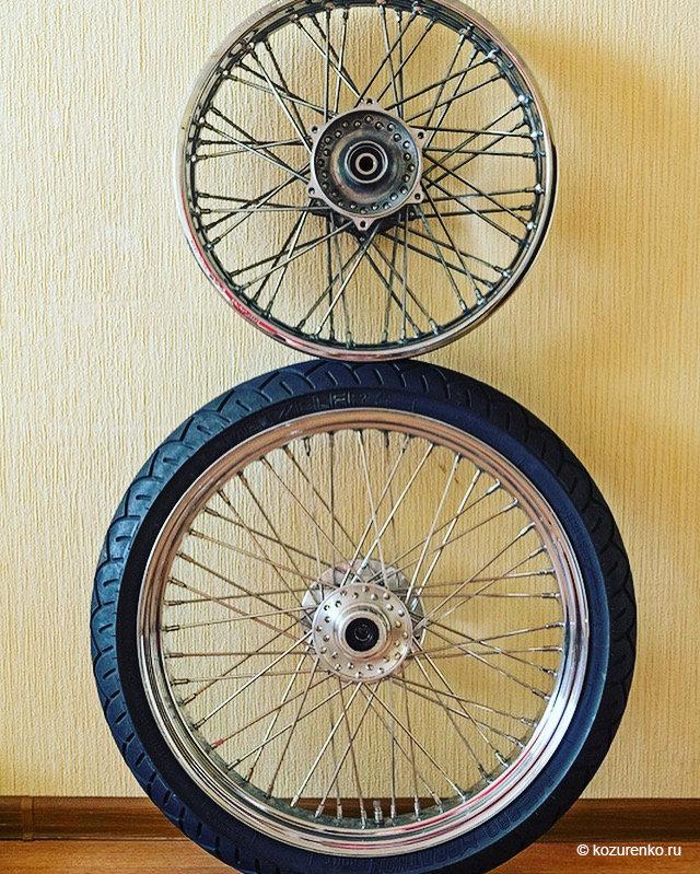 Колесо от DragStar1100 вверху и колесо от Vulcan800 внизу