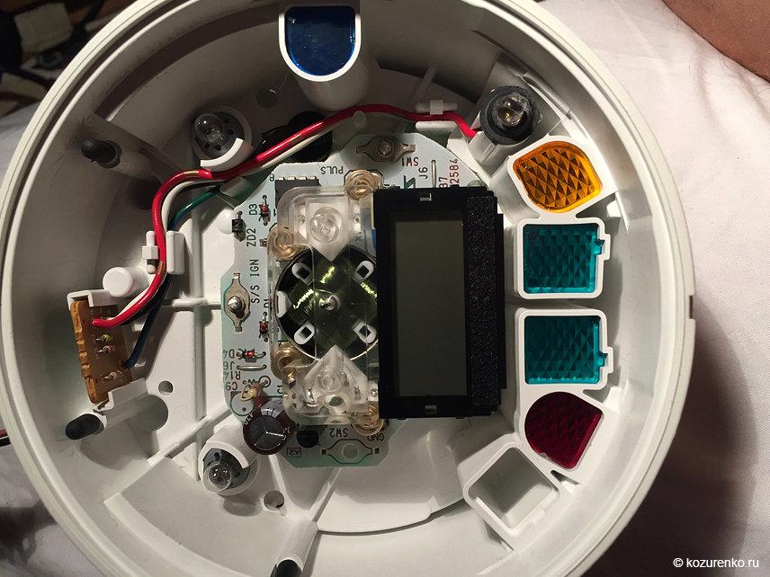 Вскрываем родную панель приборов и смотрим что у нее внутри